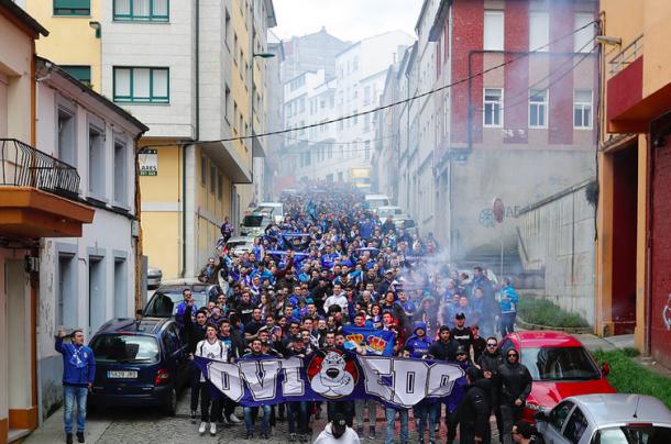 La afición del Real Oviedo, camino del Anxo Carro la pasada campaña. | Imagen: Real Oviedo