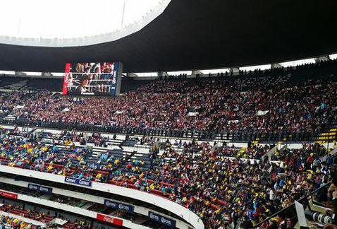 Cancha del Estadio Azteca y la afición tapatía | Foto: La Afición