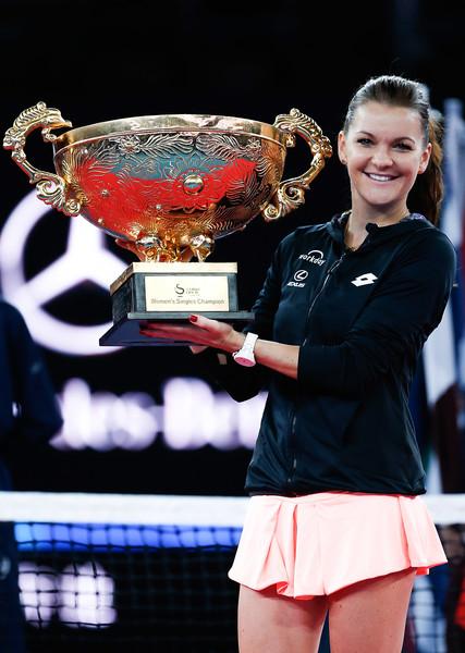 Radwanska with her China Open title in Beijing | Photo: Etienne Oliveau/Getty Images AsiaPac