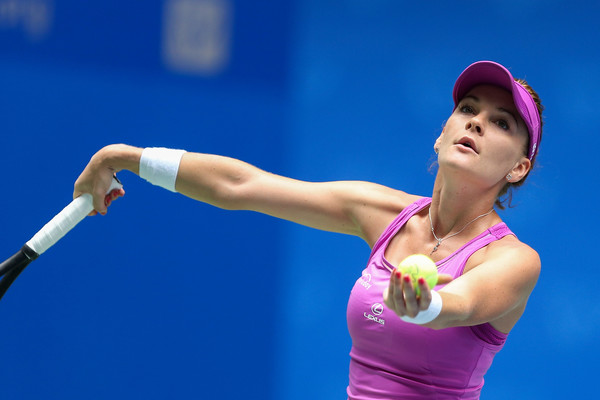 Agnieszka Radwanska serves at the Wuhan Open | Photo: Yifan Ding/ AsiaPac