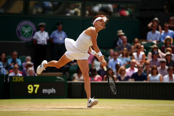 Agnieszka Radwanska serves at the Wimbledon Championships | Photo: Clive Brunskill/Getty Images Europe