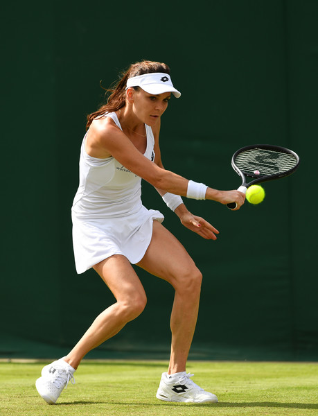 Agnieszka Radwanska hits a backhand sliced shot | Photo: Shaun Botterill/Getty Images Europe