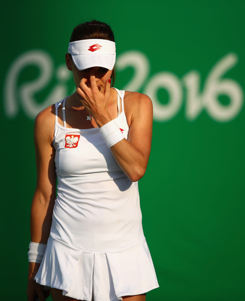 Agnieszka Radwanska reacts during her first-round match against Zheng Saisai at the Rio 2016 Olympic Games. | Photo: Clive Brunskill/Getty Images South America