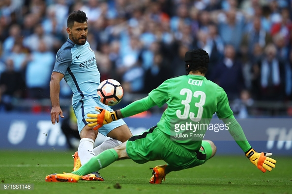 Aguero chips it over Cech in the 62nd minute | Photo: Julian Finney/Getty Images
