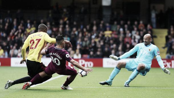 Agüero marca el tercer gol en su cuenta personal. Foto sitio oficial de la Premier League