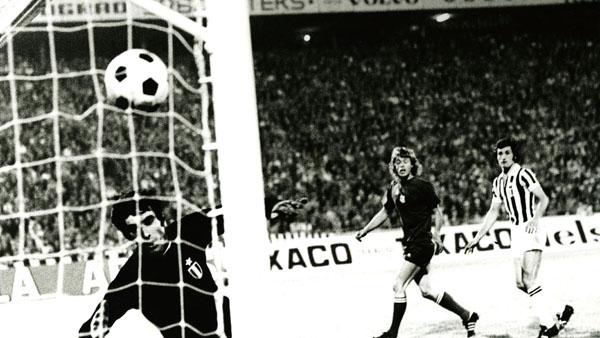 Johnny Rep marca el gol de la victoria ante la Juventus   Foto: AFC Ajax