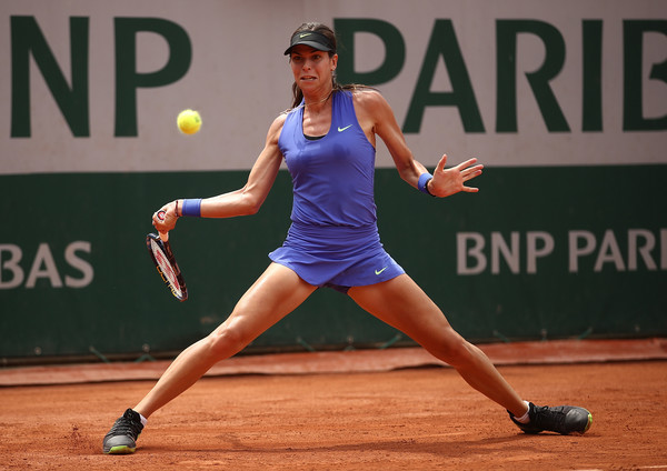 Ajla Tomljanovic hits a forehand | Photo: Julian Finney/Getty Images Europe