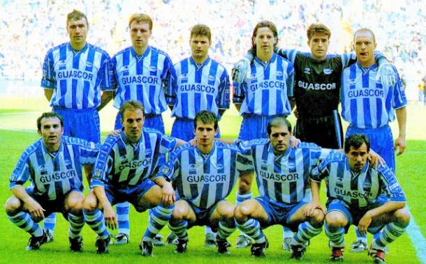 Alavés en la 98/99, con Berruet en el margen izquierdo // Foto de equiposdefutbol2.blogspot.com.es