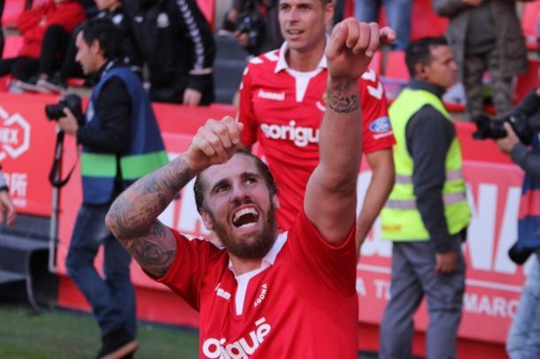 Raúl Albentosa celebra el gol que le dio la victoria al Nàstic ante el Real Oviedo en el minuto 94. | Imagen: Nàstic de Tarragona