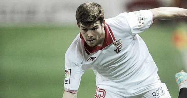 A fresh faced Alberto Moreno playing for Sevilla (image: 101greatgoals.com)