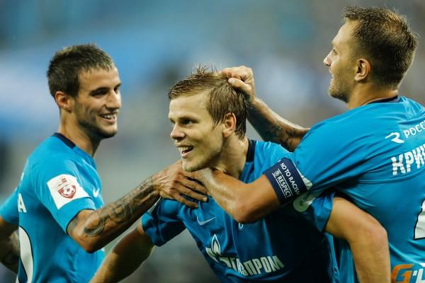 Los compañeros felicitan a Kokorin por un gol. Foto: Zimbio