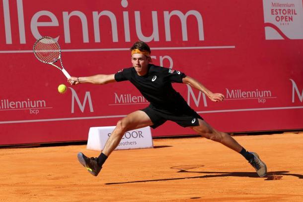 Alex de Minaur fighting against the home player João domingues. (Photo by Millennium Estoril Open)