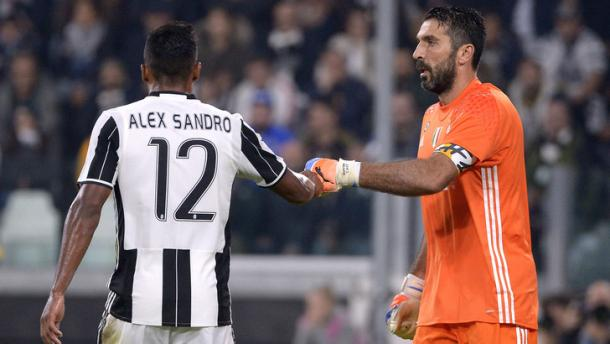 Alex Sandro e Buffon, tuttosport.com