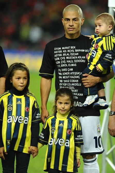 Alex de Souza y su familia adoptaron el estilo de vida turco y lo exteriorizaron con orgullo | Foto: Resimdiyari.com