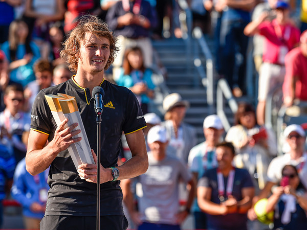 Zverev poses with his Rogers Cup trophy (Photo: Minas Panagiotakis/Getty Images North America)