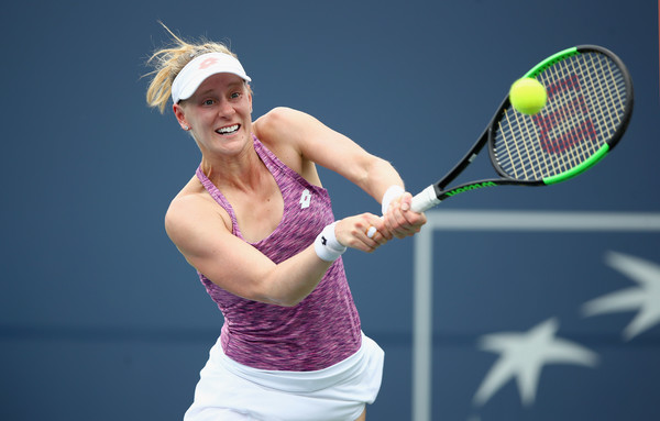 Alison Riske in action during the match | Photo: Ezra Shaw/Getty Images North America