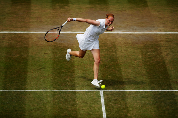 Alison Van Uytvanck led by a set and a break but failed to capitalize on her chances | Photo: Julian Finney/Getty Images Europe