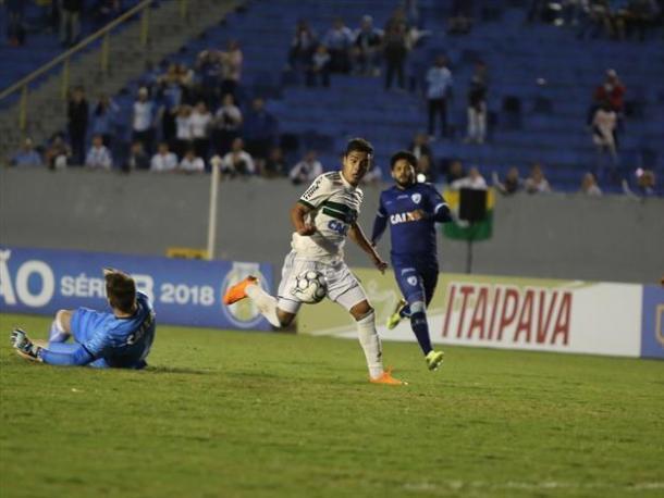 Alisson Farias mudou a cara do Coxa desde sua estreia, mas é dúvida para jogo com Avaí (Foto: Divulgação/Coritiba FC)