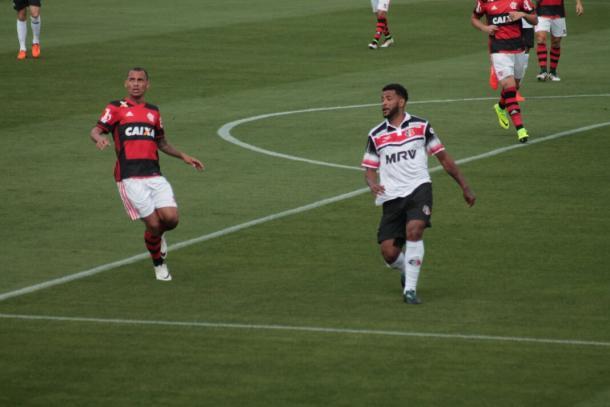 Allan Vieira é expulso contra Flamengo e também desfalca o Santa (Foto: Ney Gusmão/VAVEL Brasil)
