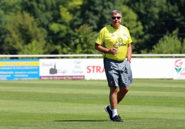 Allardyce overseeing training in Austria (Image source: The Chronicle)