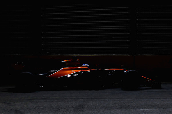 Fernando Alonso, durante la sesión clasificatoria del GP de Singapur