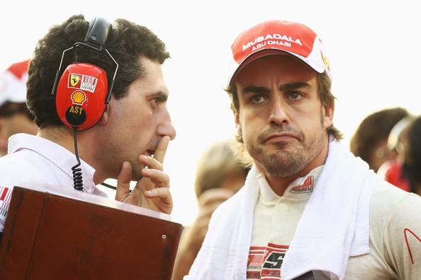 Foi Alonso (dir.) que chegou em Abu Dhabi com a liderança na tabela (Foto: Paul Gilham/Getty Images)