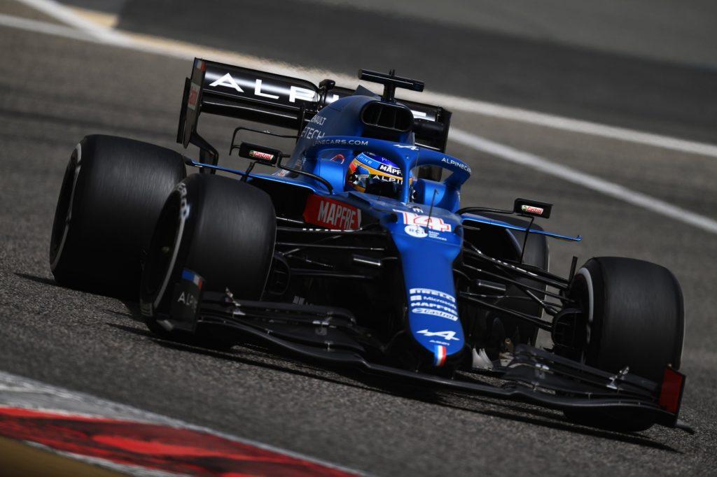 Fernando Alonso pilotando el Alpine esta temporada. FUENTE: F1