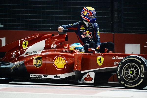Fernando Alonso llevó en coche a Webber al pit-lane. Foto:Zimbio