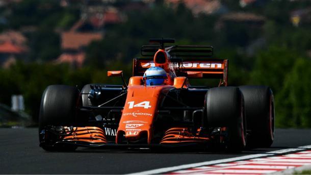Tras una gran salida, Alonso se quejaba de problemas de potencia en su Mclaren. Foto: Getty Images