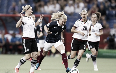 Amandine Henry splits two German players during the 2015 World Cup (Photo: Getty/Vanessa Carvalho)
