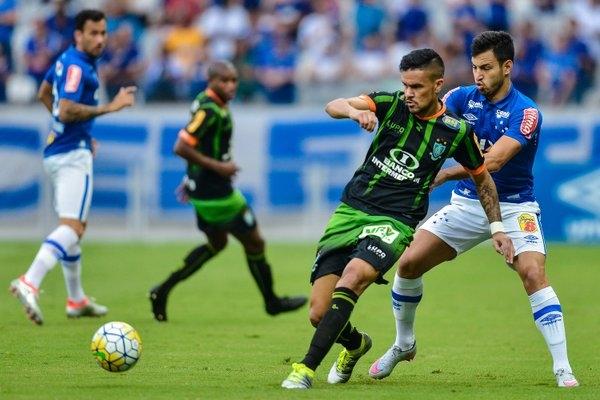O jogo é disputado no Mineirão. O Coelho vai vencendo. (Foto: @Mineirao)