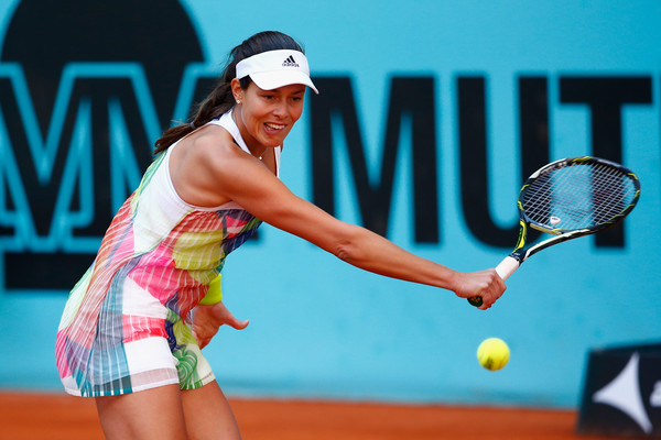 Ana Ivanovic fighting to stay in the match at the 2016 Mutua Madrid Open. | Photo: Jullan Finney/Getty Images