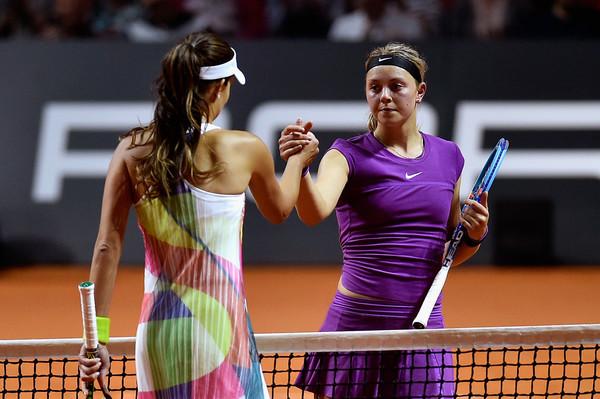 Ana Ivanovic and Carina Witthoeft shake hands at the Porsche Tennis Grand Prix | Photo: Dennis Grombkowski