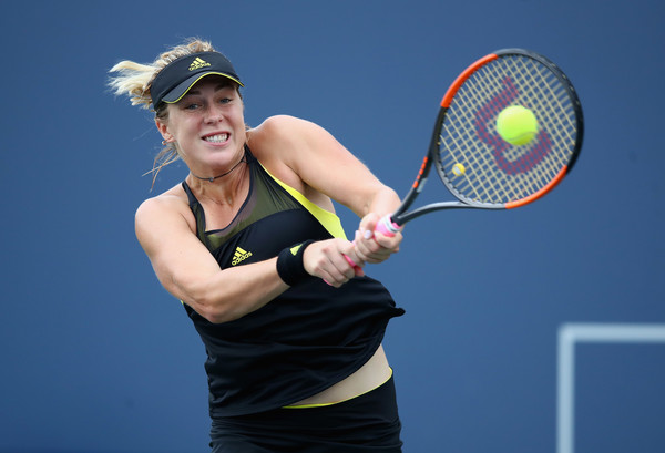 Anastasia Pavlyuchenkova in action at the Bank of the West Classic | Photo: Ezra Shaw/Getty Images North America