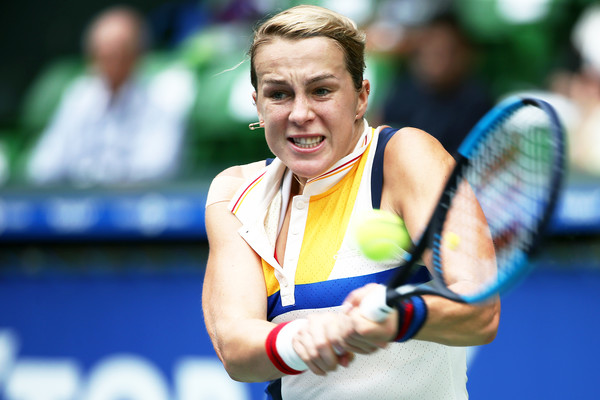 Anastasia Pavlyuchenkova hits a backhand during the match | Photo: Koji Watanabe/Getty Images AsiaPac