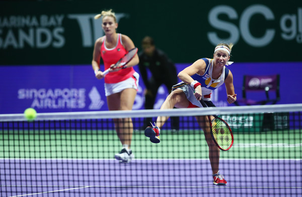 Babos and Hlavackova in action at the 2017 WTA Finals | Photo: Clive Brunskill/Getty Images AsiaPac