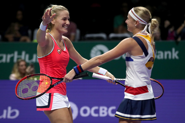 Babos and Hlavackova in joy after defeating Chan and Hingis in Singapore | Photo: Matthew Stockman/Getty Images AsiaPac