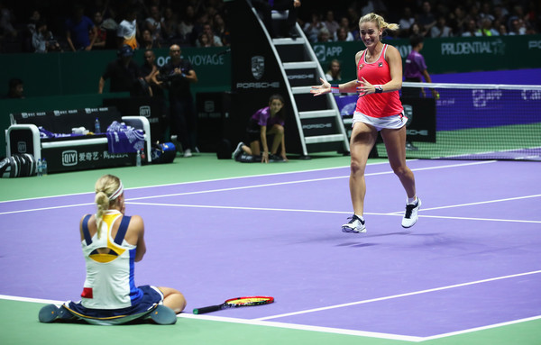 The surreal moment: Babos and Hlavackova celebrates their triumph | Photo: Clive Brunskill/Getty Images AsiaPac