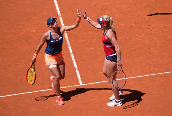 Babos and Hlavackova clap hands after winning a point in Madrid | Photo: Denis Doyle/Getty Images Europe