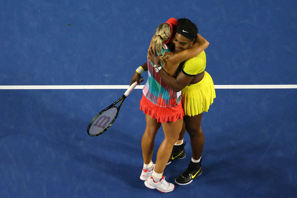 Angelique Kerber and Serena Williams embrace after the 2016 Australian Open final. | Photo: Cameron Spencer/Getty Images AsiaPac