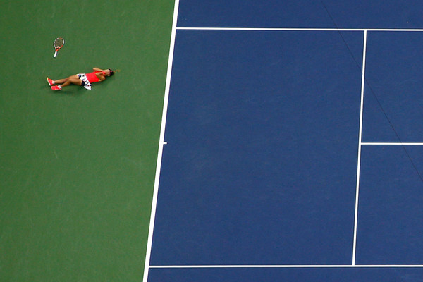 Angelique Kerber falls to the ground after winning the US Open last year | Photo: Al Bello/Getty Images North America