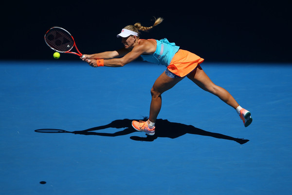 Angelique Kerber reaches out for a ball | Photo: Michael Dodge/Getty Images AsiaPac