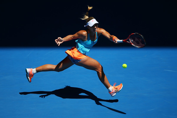 Angelique Kerber hits a passing shot | Photo: Michael Dodge/Getty Images AsiaPac