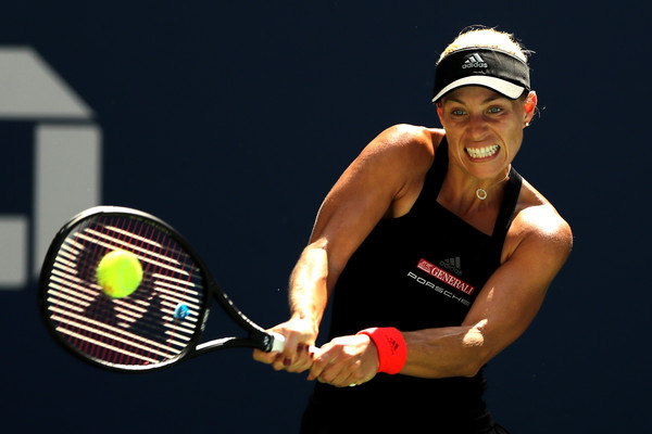 Angelique Kerber in action during the match | Photo: Elsa/Getty Images North America