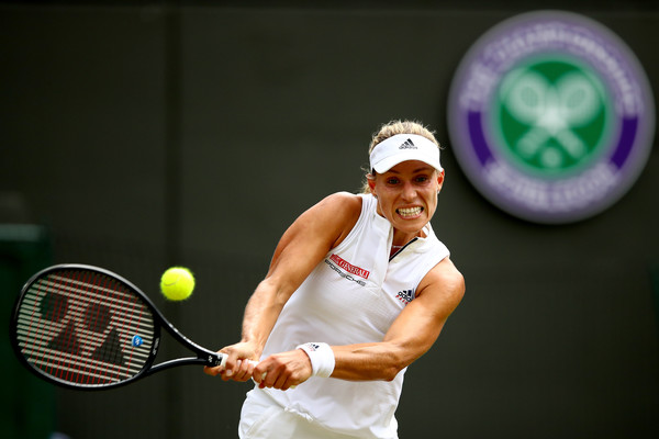 Angelique Kerber's backhands were unstoppable in the match | Photo: Clive Brunskill/Getty Images Europe