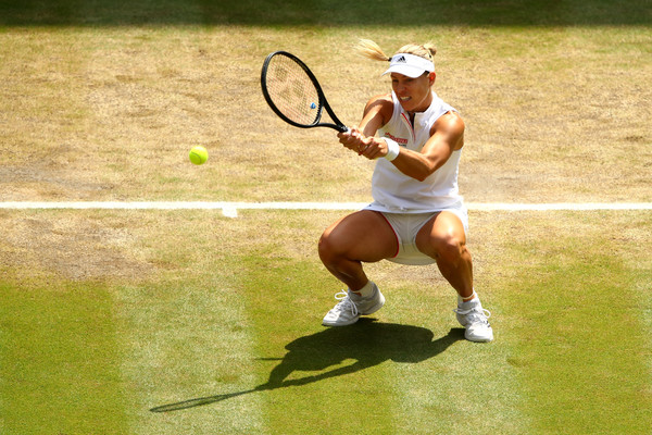 Angelique Kerber with her famous squat shot | Photo: Clive Brunskill/Getty Images Europe