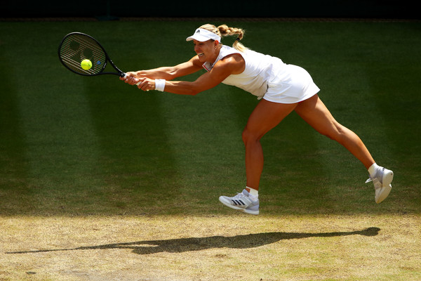 Angelique Kerber's return of serve has been excellent thus far | Photo: Clive Brunskill/Getty Images Europe