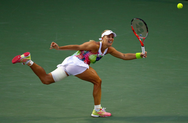 Kerber stretches for a forehand. Photo: Mike Ehrmann/Getty Images