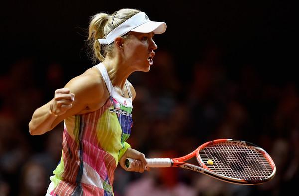 Angelique Kerber celebrates a point against Petra Kvitova | Photo: Dennis Grombkowski/Bongarts