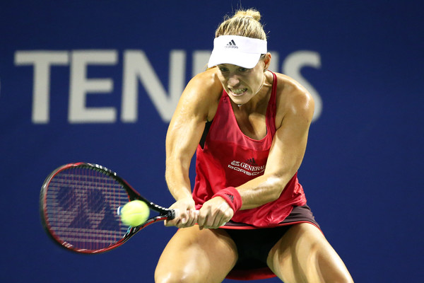 Angelique Kerber in action during her quarterfinal match against Pliskova, triumphing in straight sets | Photo: Koji Watanabe/Getty Images AsiaPac